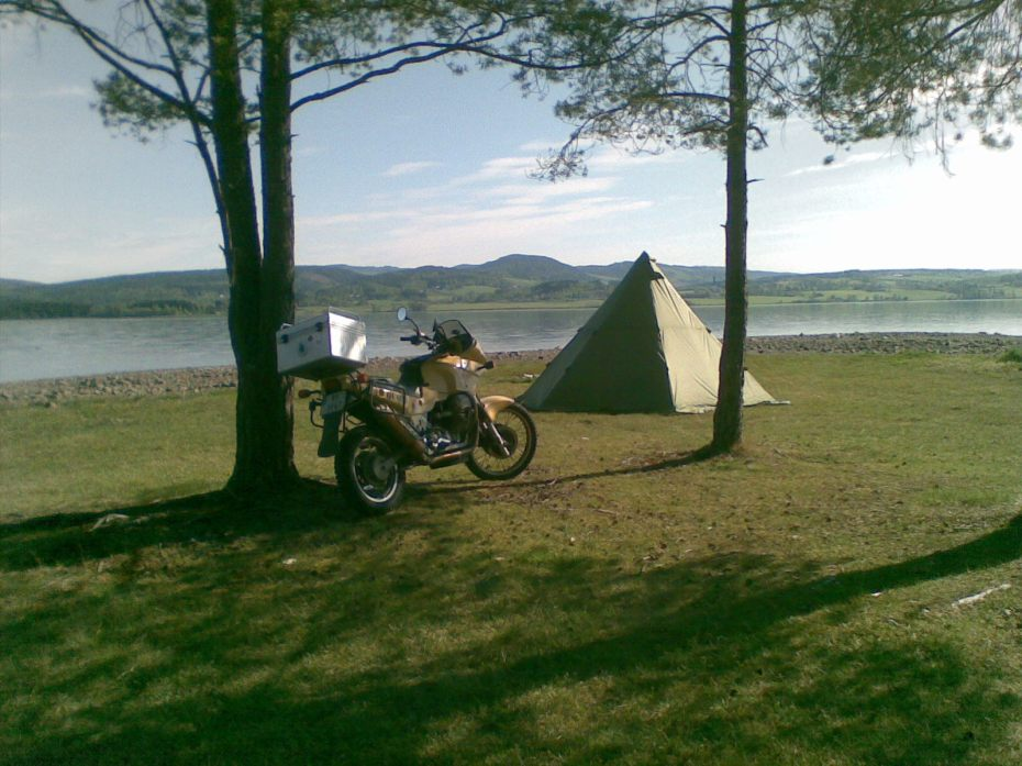 To find a nice spot and pitch your tent somewhere in the uncultivated land adds to the experience of Norway.