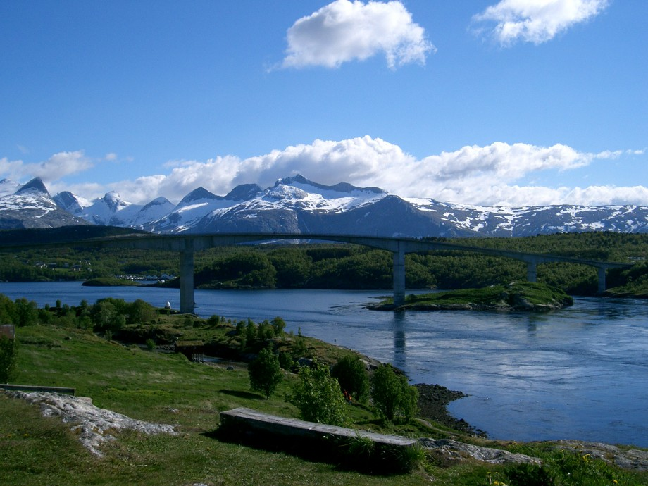 """Saltstraumen quiet"". Saltstraumen, the bridge and Børvasstidene mountains in the backdrop. Licensed under BSD via Wikimedia Commons"