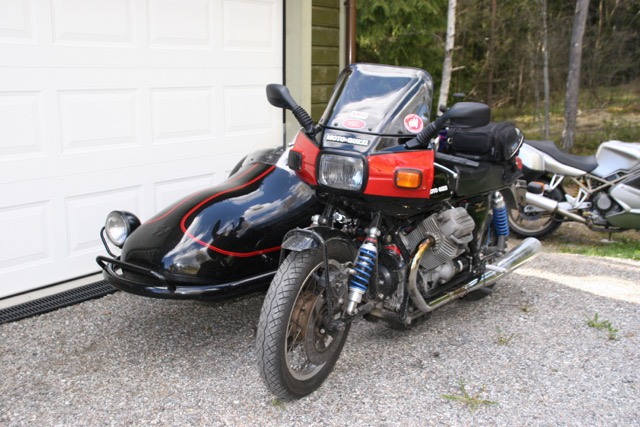 Another sweet sidecar rig, with a 1000 Le Mans engine and Hedingham sidecar.