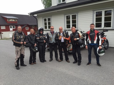 The crew from Finland: Antti, Mia, Jaana, Reijo, Ilpo and Timo, flanked by Danish Andreas.