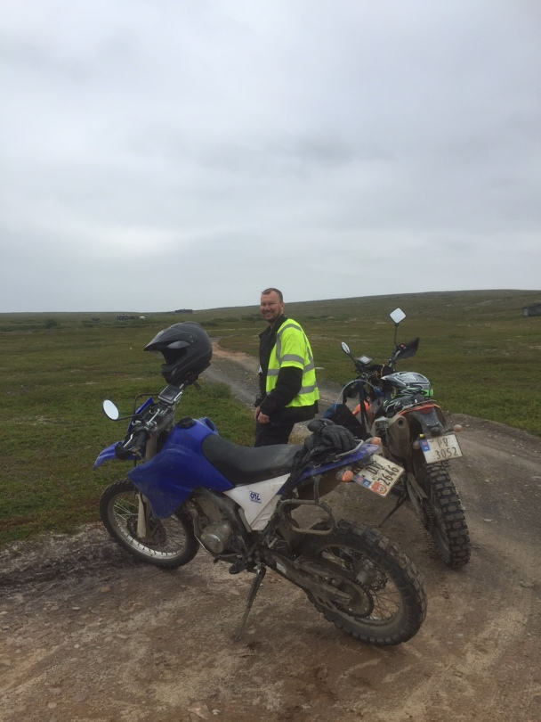 Arne at a road crossing somewhere on the Varanger peninsula in Northern Norway.