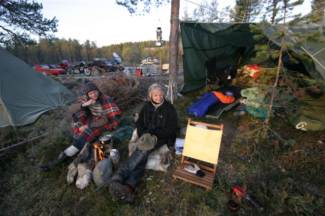 Ivar and Knut enjoys the early Saturday morning at the Woodgatherer Rally.