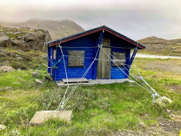 The locals at Honningsvåg near Nordkapp knows how to handle the windy conditions.